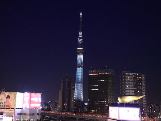 The skytree is good, but the night view of Nakamise is also good.