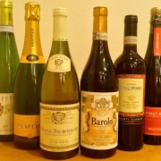Full bottle wine ¥ 2500 (30 kinds). Glass wine, red wine, white wine both ¥500 (3 species). The glass of sparkling wine is ¥ 700.